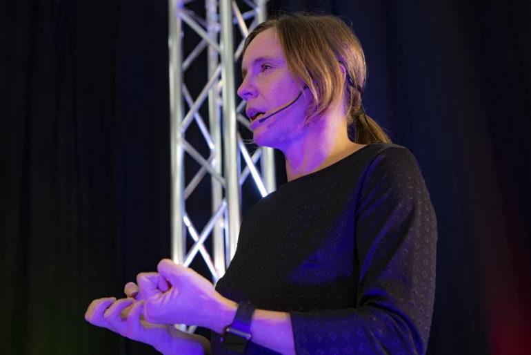 alexa-lorenz-rednerin-speaker-vortraege-taktik-ueberleben-unternehmen_001